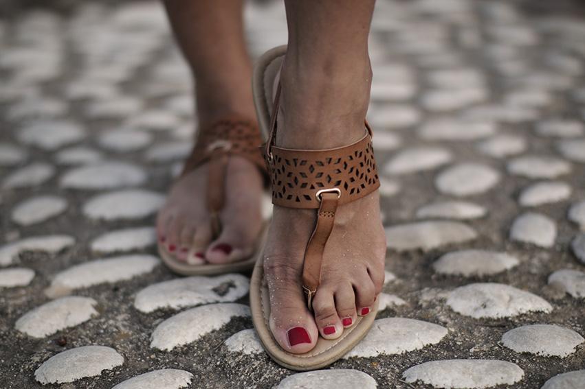 brazowe sandalki