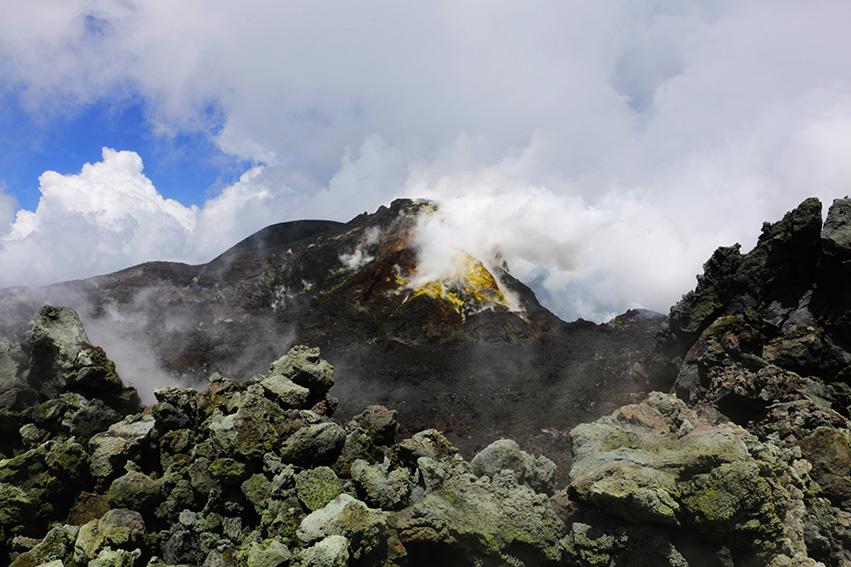 jak wyglada krater czynnego wulkanu